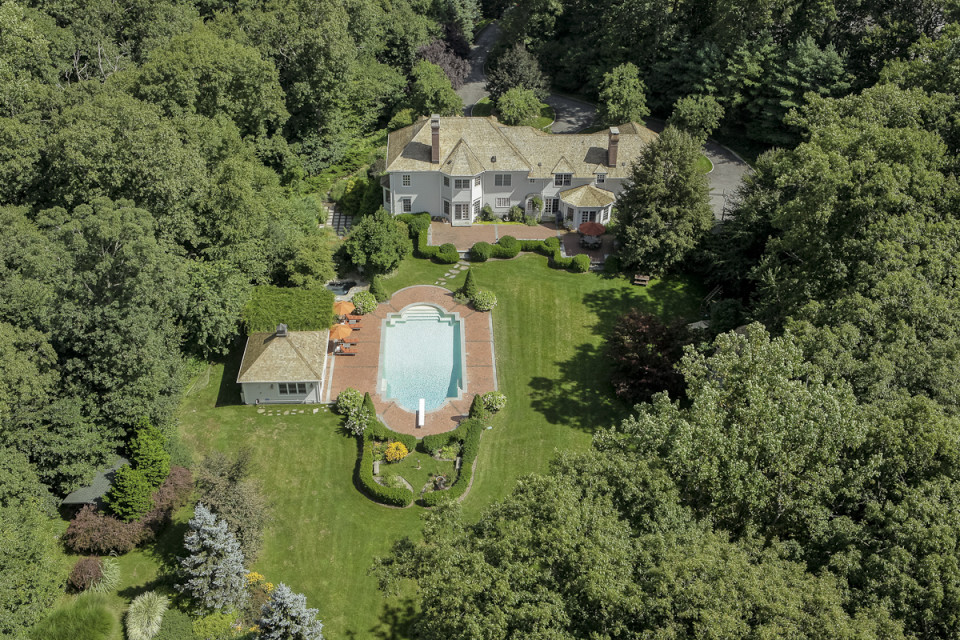 262 Lukes Wood Road, New Canaan, CT